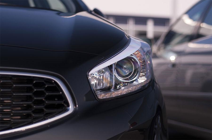 La importancia del mantenimiento de los faros en los vehículos