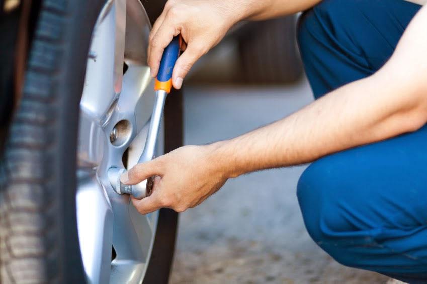 Pon a punto tu coche antes de viajar en Semana Santa