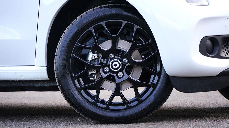¿Qué significan los números y letras del neumático?