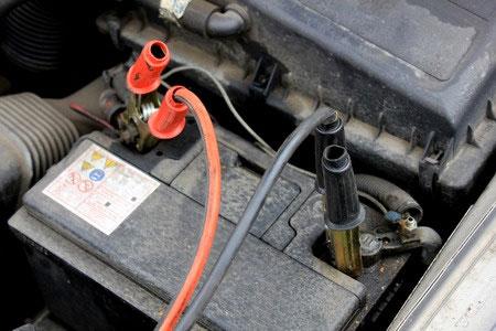 ¿Sabes cómo cargar una batería con cables de arranque?